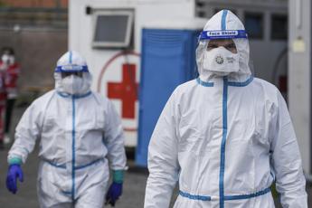Coronavirus, altri 195 morti in Italia. Meno di 100mila malati
