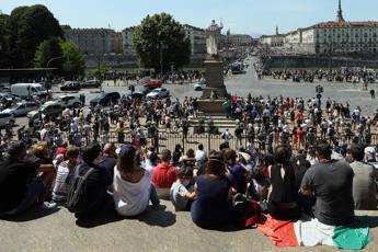 Torino, folla in piazza per frecce tricolori. Appendino: Così non va