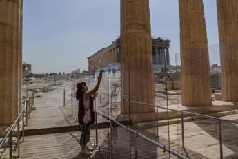 Grecia lunedì riapre ai turisti, test Covid per chi arriva dall'Italia