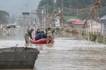 Giappone, piogge torrenziali e frane: vittime e migliaia di sfollati
