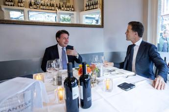 Conte in Olanda, Rutte offre la cena in un ristorante italiano