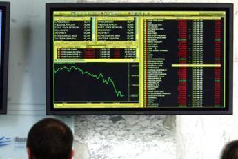 Borsa, Ftse Mib chiude negativo, spread in aumento