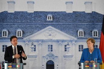 Conte consegna a Merkel lettera familiari vittime Thyssen