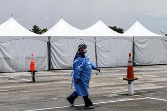 Coronavirus, in 24 ore più di 2.000 morti
