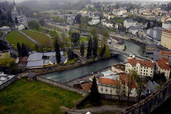 Lourdes, fulmine sulla funicolare: numerosi feriti