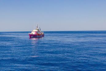 Banksy dipinge e finanzia la nave di soccorso Sea Watch