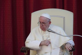 Papa: I poveri hanno dignità sufficiente per sedersi ai nostri incontri