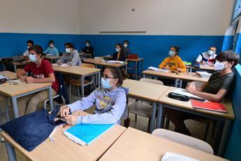 Indagine AlmaDiploma, per 93,6% studenti no aiuti dalla scuola per Pc e rete