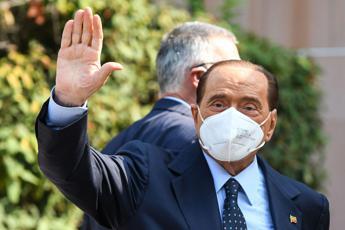Covid, Berlusconi ancora in isolamento