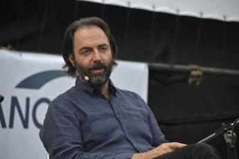 Economia civile, Neri Marcorè: Rinascere con l'arte si può