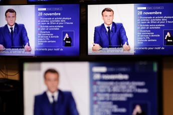 Covid Francia, Macron: Fine lockdown ma coprifuoco prima di Natale