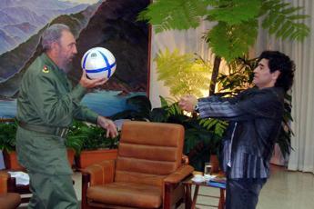Maradona morto lo stesso giorno di Fidel Castro e George Best