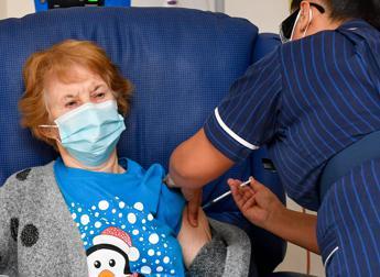 Covid Gb, prima vaccinata torna a casa: Mi sento benissimo