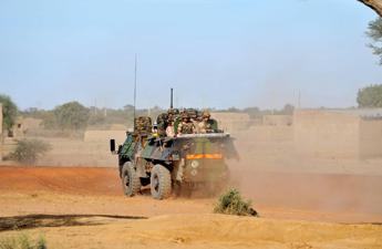 Mali, ordigno colpisce blindato: morti tre soldati francesi