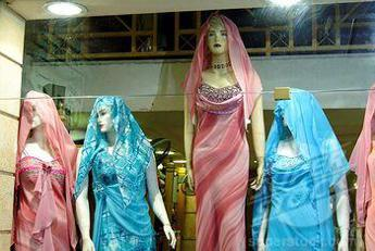 I manichini dei negozi spingono all'anoressia, 17enne lancia petizione per cambiarli