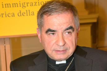 Vaticano, Becciu si dimette e rinuncia a cardinalato