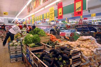 Calo del consumo di olio, pane e frutta