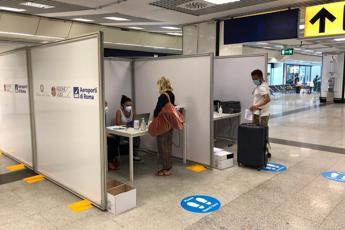 Covid, a Roma un positivo tra passeggeri da Gb: avviata verifica su variante