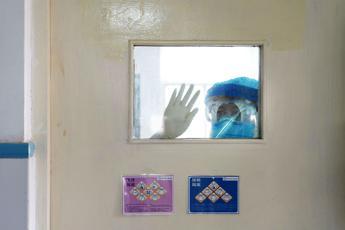 Virus, più di 2mila casi in 24 ore