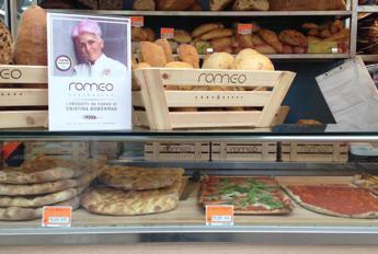Chef in azione al mercato romano di Testaccio con Cristina Bowerman