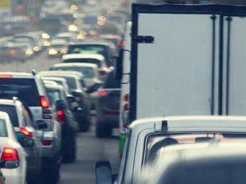 Mobilità, 88% italiani favorevole a stop veicoli inquinanti nei centri urbani