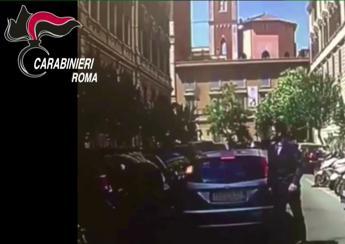 Roma, si fingevano poliziotti e rapinavano i turisti: 13 arresti /Video