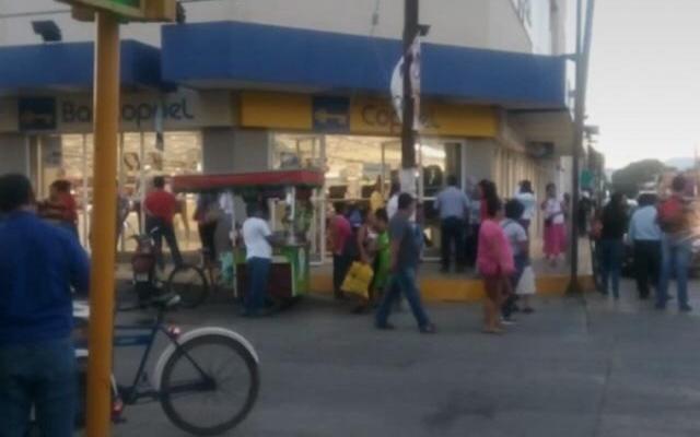 Delincuentes asaltan sucursal de Coppel en Ixtepec, se llevan celulares y pertenencias de clientes (21:00 h)