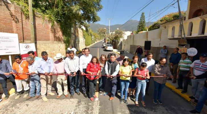 Cumple con obra Oswaldo García a vecinos del Barrio de la Cruz de San Felipe del Agua (18:00 h)