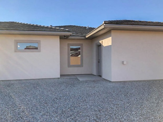1401 niblick - attached storage shed