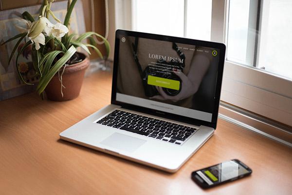 smartphone-macbookpro-mockup7