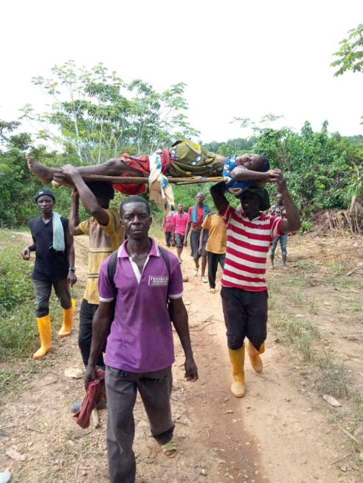 'Abrokyire' residents carry woman in labour on a wooden door 2