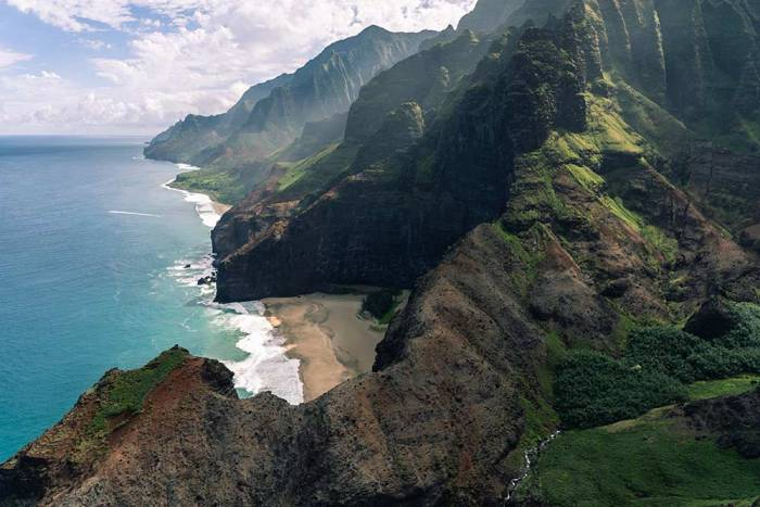 Photo by Pascal Debrunner on Unsplash kauai