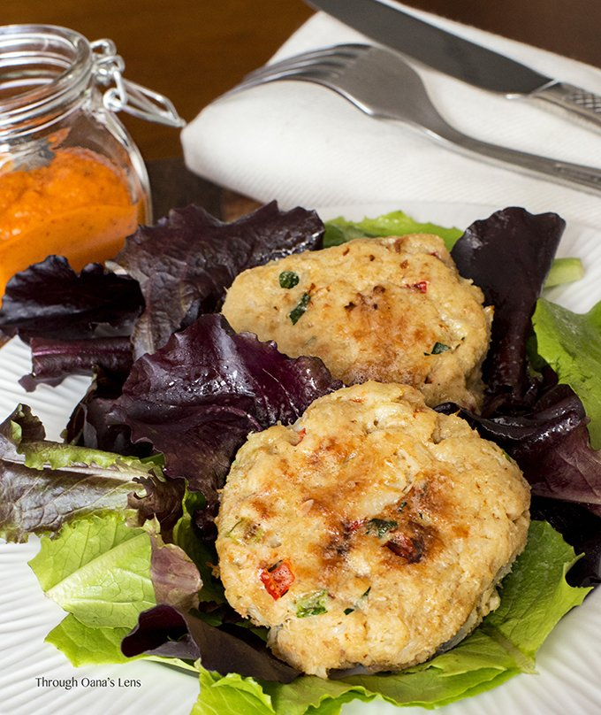 Baked Crab Cakes with Red Pepper Chipotle Sauce