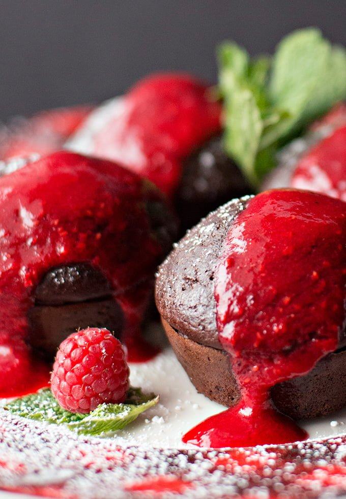 Warm chocolate cakes with raspberry coulis