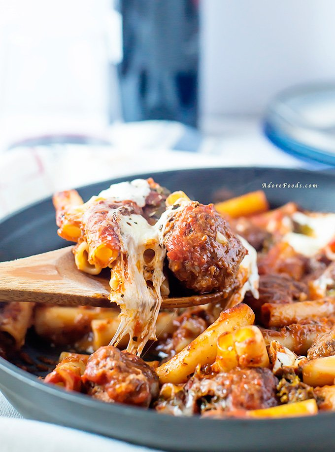 Juicy Meatballs Kale and Mozzarella Pasta Bake