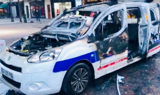 Une voiture de l'antenne du commissariat incendiée aux Halles