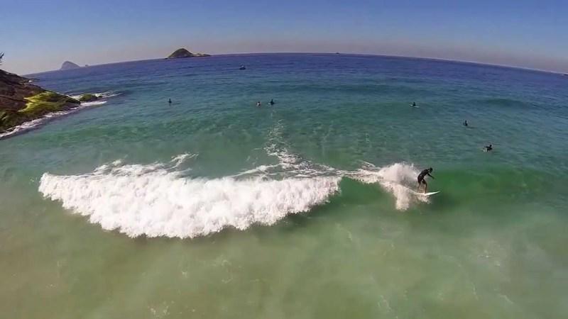surf na praia da joatinga