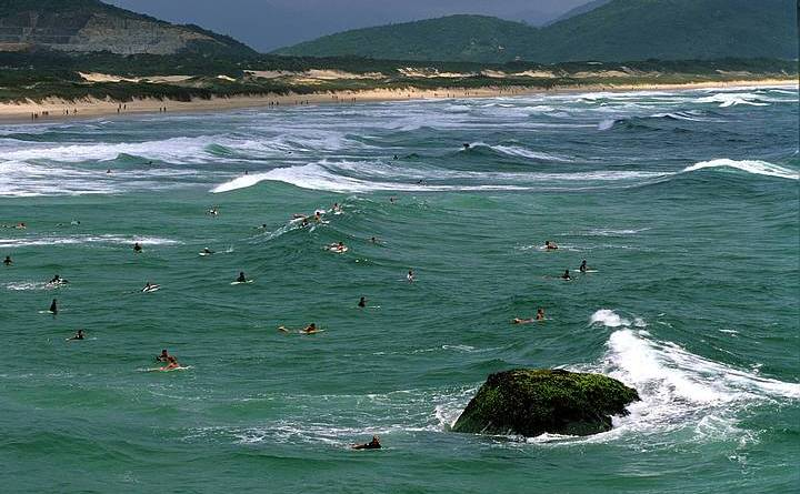Praia da Joaquina, um dos melhores picos de surf de Florianópolis