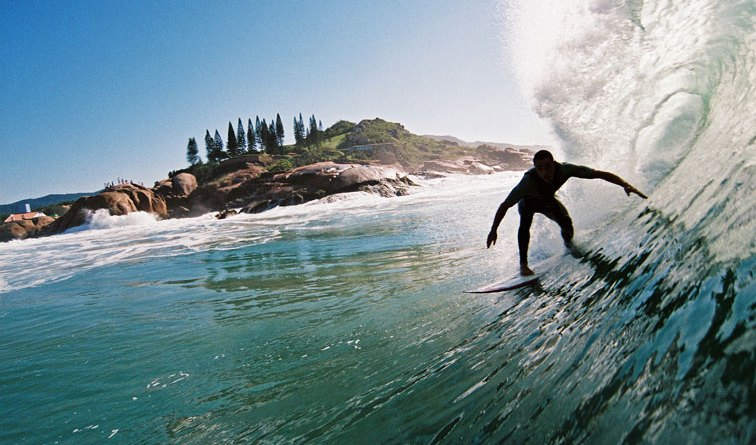 Praia da Joaquina, um dos melhores picos de surf no Brasil
