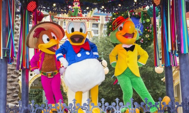 Three Caballeros Donald Duck Panchito from Mexico and José Carioca from Brazil #VivaNavidad #DisneyHolidays #LATISM
