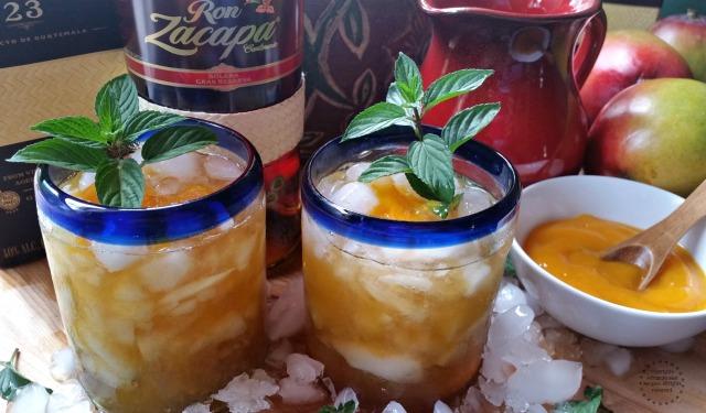 Celebrando con Julepe de Menta con Mango y Ron
