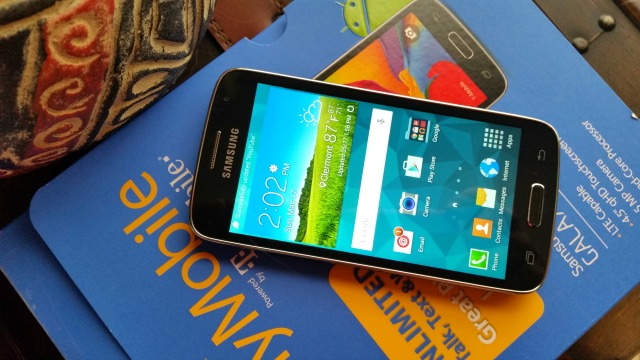The Walmart Family Mobile plan has available the Samsung GALAXY Avant  #MobileMemories #ad