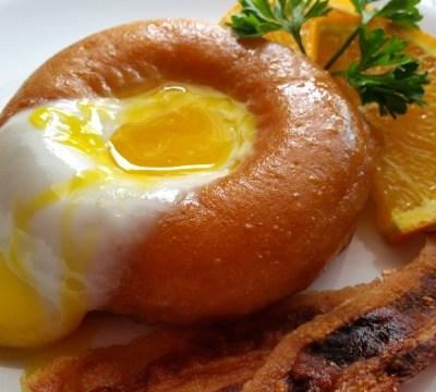 Nidos de Huevo con Donas para el Desayuno