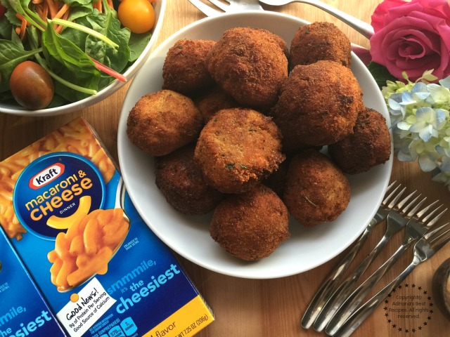 This recipe for the Jalapeño Mac N Cheese Bites is perfect and also trendy #EasyKraftMeals AD