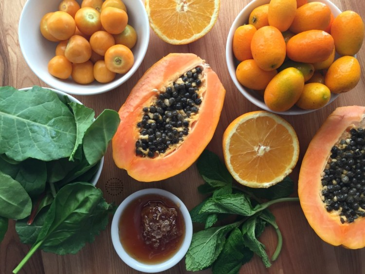 Ingredientes para la Ensalada de Papaya con Kumquats y Aguaymantos