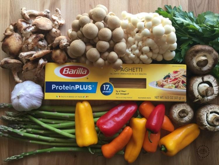 Ingredientes para la pasta con verduras asadas y proteína