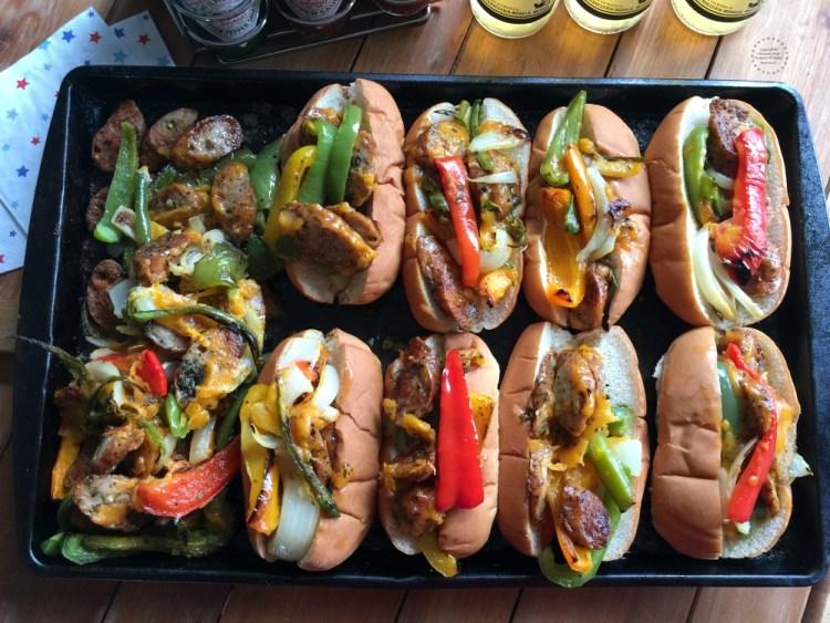 Los perros calientes con salchichas de pollo son excelentes para llevar a una fiesta