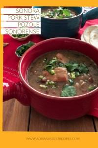 El Pozole Sonorense está hecho con filetes lomo de cerdo fresco, frijoles pintos y trigo.