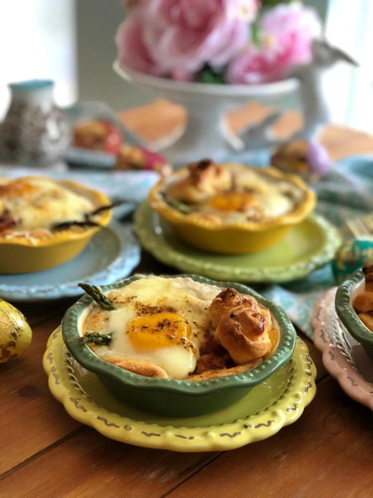 Los mini pays de huevo con espárragos son perfectos para el menú de la Pascua