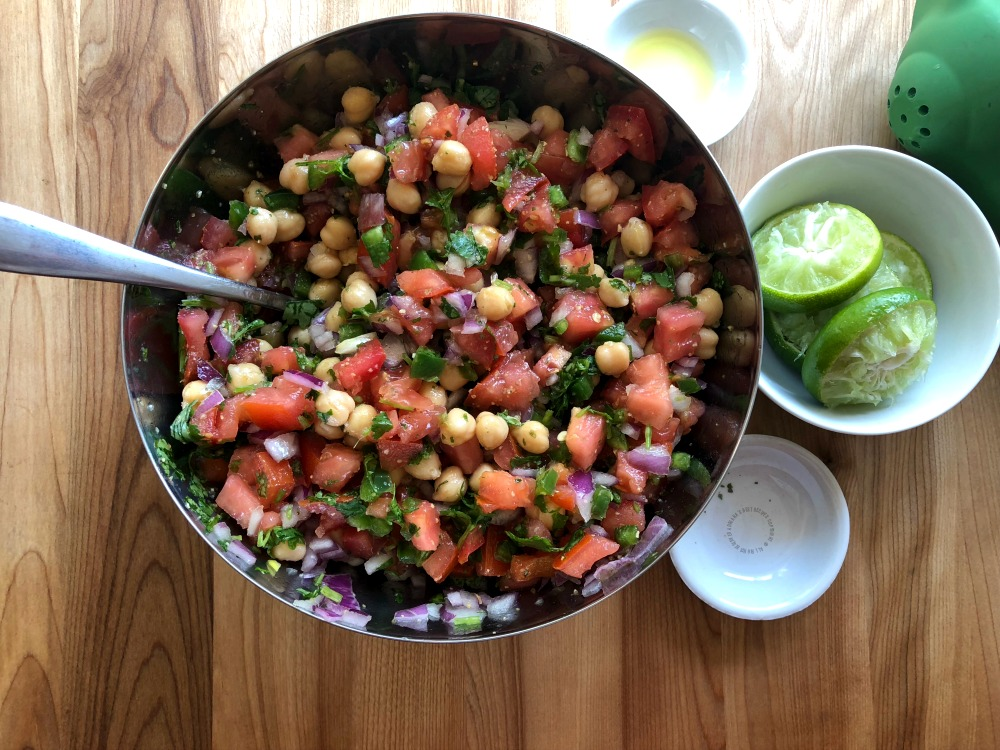 The fresh chickpeas salsa ready in 15 minutes